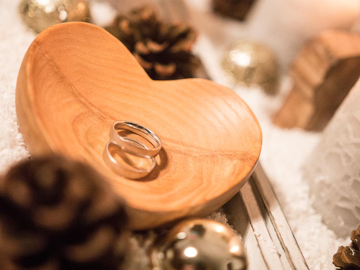 Ringschale aus Holz als Alternative zum klassischen Ringkissen, für eine freie Trauung bei Friederike Delong